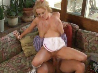 Rampant Krissy Lynn rides this horseshit up her pussy